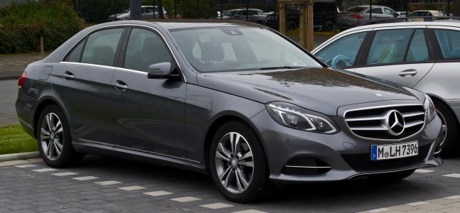 Mercedes-Benz_E_200_Avantgarde_(W_212,_Facelift)_–_Frontansicht,_24._Oktober_2015,_Münster